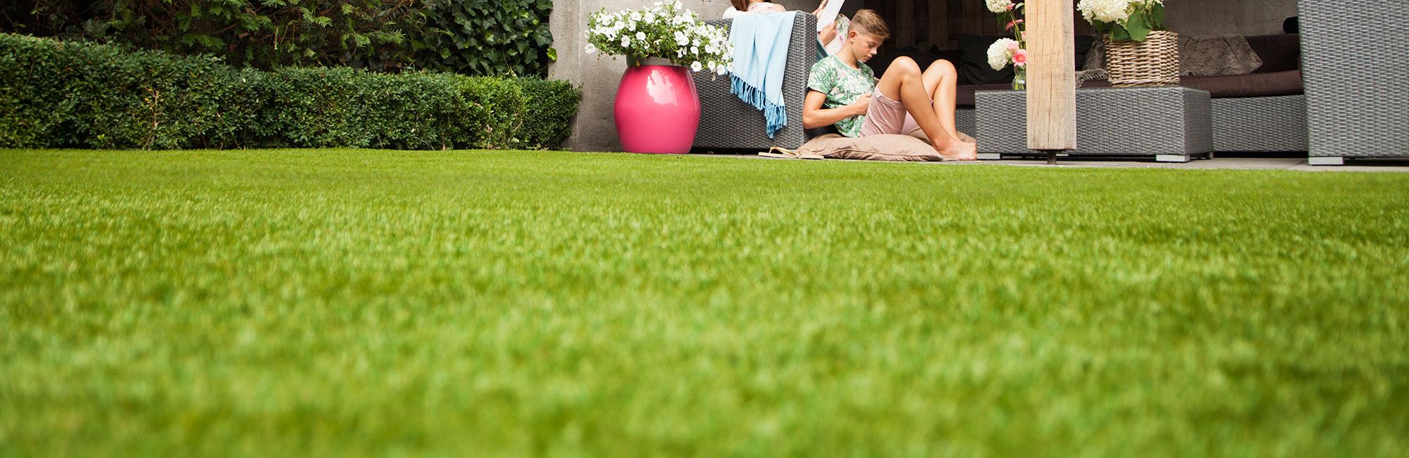 Dirbtinės žolės danga, namo aplinka